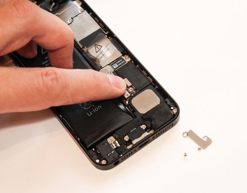 how to change iphone 5 battery how to replace the iphone 5 s battery 18621