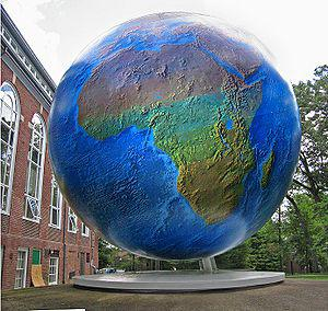 English: The globe on the campus of Babson Col...