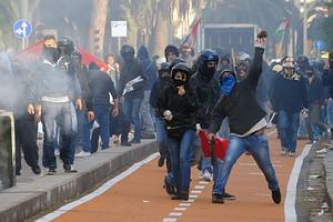 Demonstrators clash with riot police officers ...