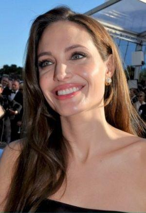 English: Angelina Jolie at the Cannes film fes...
