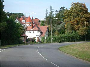 English: The approach to Oxshott along Leather...
