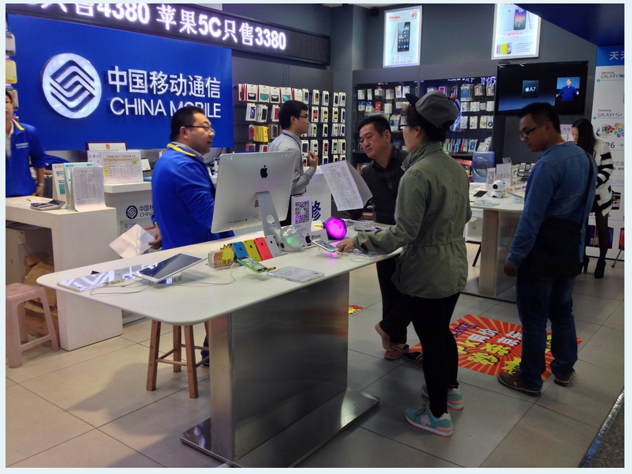 Apple China Mobile main display with iPhones and iPads