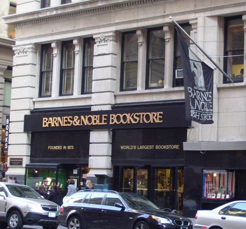 Barnes & Noble's Fifth Avenue flagship remains while other outlets close their doors. Photo: Wikipedia.