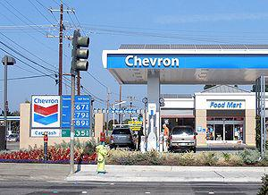 English: A gas station in Chevron Corporation'...