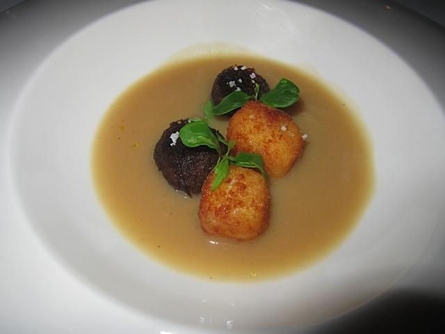 Oxtail balls with potato croquettes and onion purée