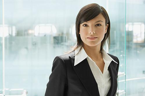 do woman make better leaders To better understand the differences between males and females it is instructive to look at overall leadership effectiveness by age the effectiveness of women as leaders appears to change over time.