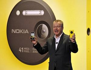 Nokia CEO, Canadian Stephen Elop, unveils the ...