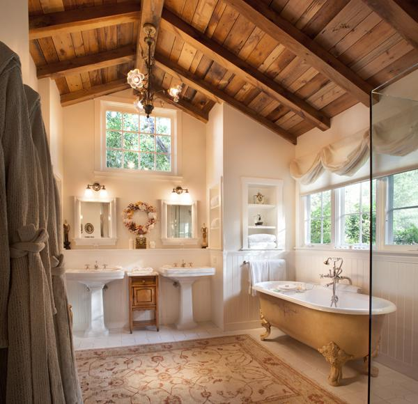 Vacation like hepburn churchill and jackie o at san for Ranch bathroom design