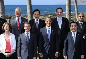 US President Barack Obama (C) poses with APEC ...