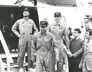 English: The crew of the Apollo 13 mission ste...