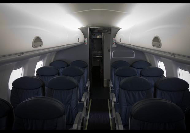 American Airlines Embraer 175 Cabin Interior Pg 9
