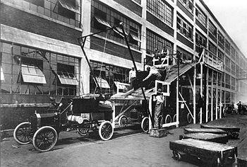 1913 photograph Ford company, USA