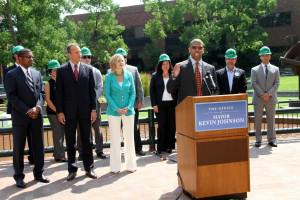 Sacramento Mayor Kevin Johnson announces the nation's largest clean energy PACE project. Credit: Clean Energy Sacramento