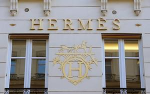 Picture of the frontage of a French luxury goo...