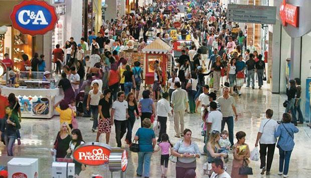 a crowded shopping centre Dealing with pickpockets and purse theft in malls during the holidays jostling through crowded malls while carrying your jacket, juggling countless bags and keeping your child from breaking anything you can't afford to buy makes you an attractive target to criminals looking to grab wallets, purses and your purchases.