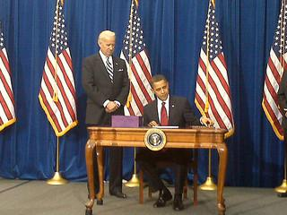 CO: Obama signs economic recovery bill in Denver