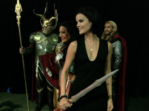 Jaimie Alexander (center) with great Thor cosplayers at Stan Lee's Comikaze Expo