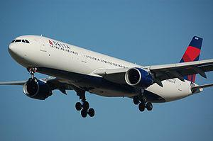 English: A Delta Airlines Airbus A330-323E lan...