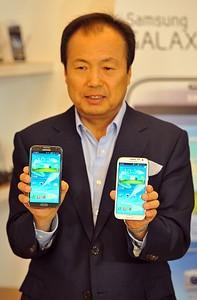 Samsung Boasts Of Double-Data Speed Galaxy S4 Smartphone