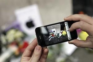 Will Ban On iPhone 4 U.S. Imports Cost Apple $1 Billion?