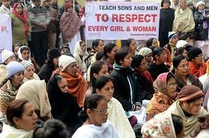 Indian residents gather to pray for gang-rape ...