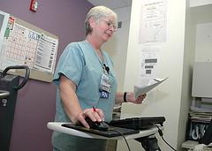 VA Nurse Accessing Electronic Medical Records