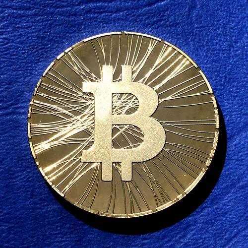 liberty reserve vs bitcoin bitcoin ateities sandoriai ant interaktyvių brokerių