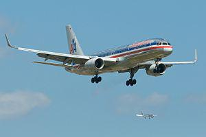 English: Two American Airlines 757-200s on app...