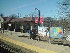 English: The Mahwah Station facing the constru...