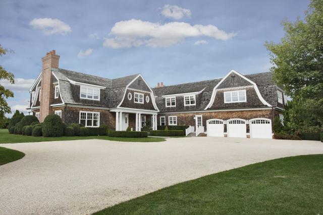 Jennifer lopez buys 10 million mansion in the hamptons for Houses of the hamptons