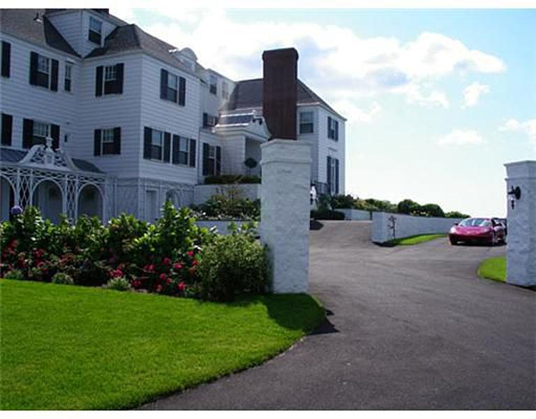Report Taylor Swift Buys Rhode Island Mansion Cash