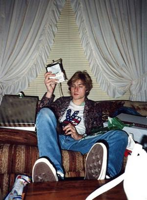Kurt Cobain showing off Christmas gift at home (Courtesy: The Agency)